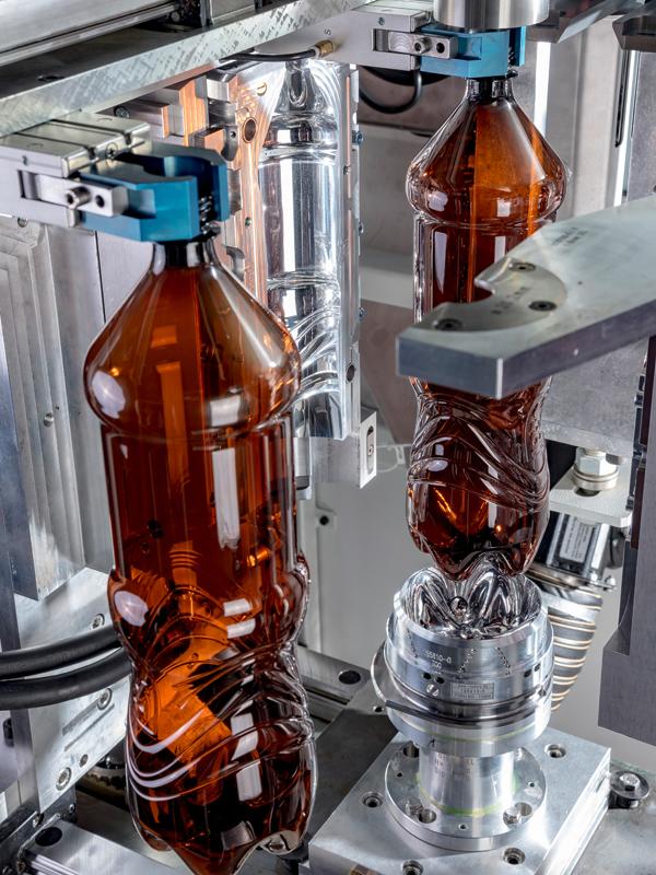 Röders Formenbau Flaschenentwicklung Flaschen in Maschine