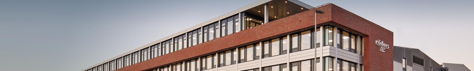 Röders neues Bürogebäude Abendstimmung
